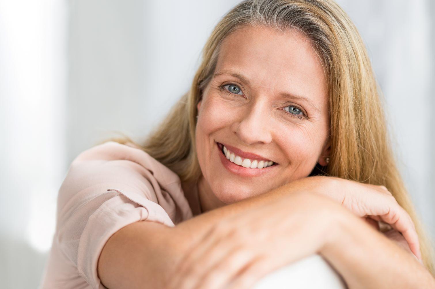 woman smiling - what is a dental bridge